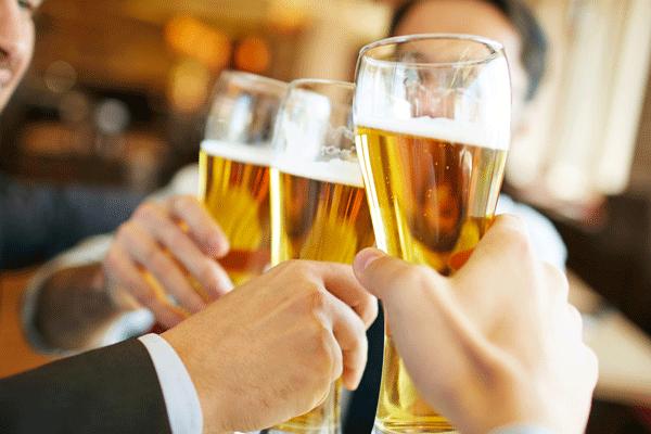 梦见喝啤酒什么意思 梦到喝啤酒有什么征兆
